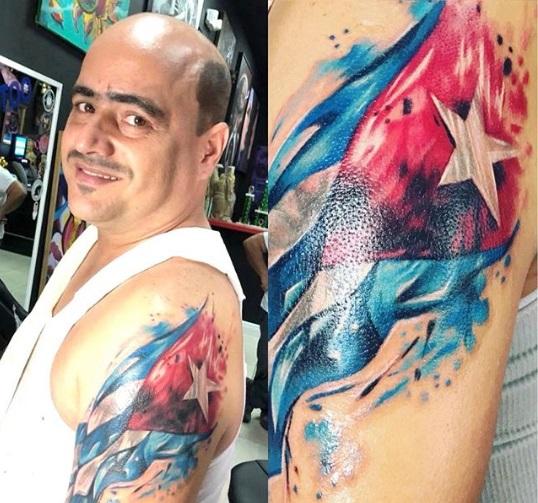 El actor Andy Vázquez se tatúa la bandera cubana