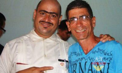 Andy Vázquez, conocido como Facundo en Vivir del Cuento, junto al periodista cubano Francisco Rodríguez Cruz