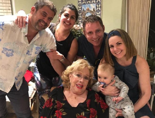 Rosita Fornés celebra sus 97 años junto a su familia en EEUU