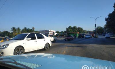 """Gobierno cubano sanciona a los conductores de vehículos estatales que no paran a """"dar botella"""""""