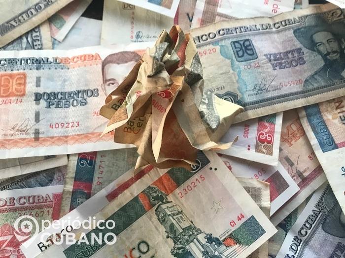 Billetes cubanos arrugados
