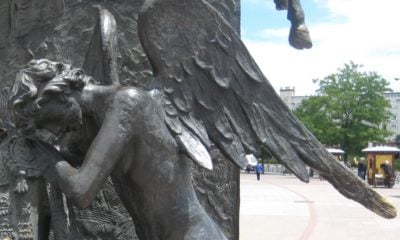 Estatua de un angel llorando