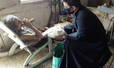 Padre cubano alimenta a ancianos en Mayabeque