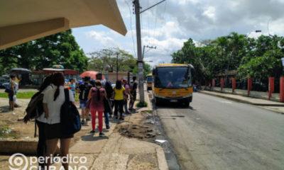 Parada de ómnibus en Cuba