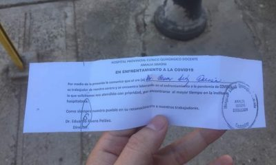 Policía no acepta pase que da preferencia a médicos cubanos en las colas