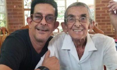 El humorista cubano Ulises Toirac confirmó en redes sociales la muerte de su padre debido a problemas delicados en su salud