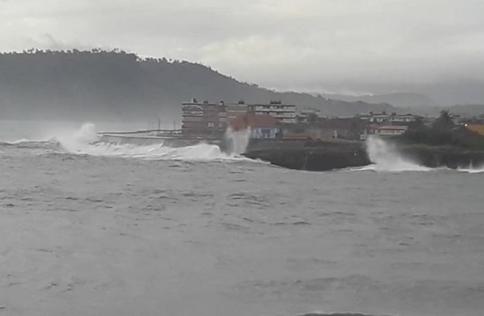 Vientos y olas de 6 metros para Baracoa, estos son los efectos del huracán Isaías