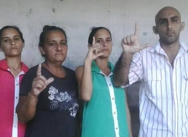 """Familia opositora de Holguín es detenida bajo presuntos cargos de """"amenaza"""" y """"difamación"""""""