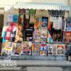 Venta de arte callejero en Cuba para turistas