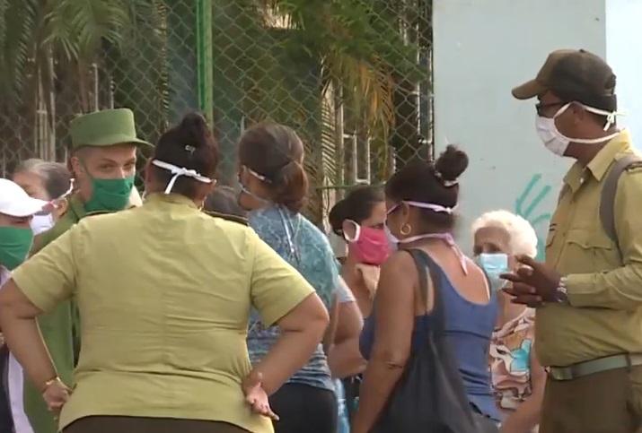 Medios oficiales aseguran que los cubanos son felices sin coleros, pero la escasez continúa