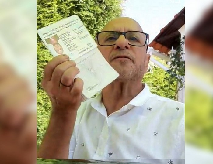 """""""Por Cuba libre"""": Cubano destruye su pasaporte"""