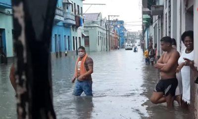 Centro Habana se inunda luego de que tormenta local colapsara el sistema de drenaje