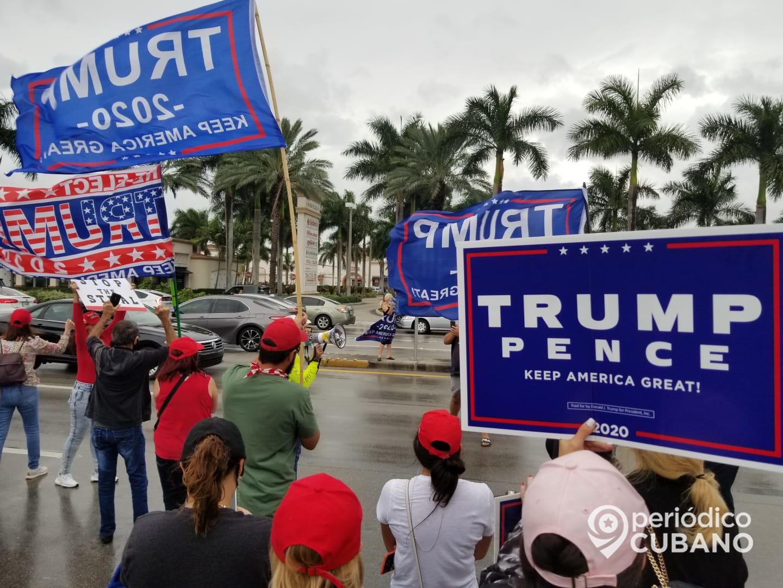 Manifestacion a favor de Donald Trump 2020 en la calle 40 del Sw en Miami frente al restaurant La Carreta (3)