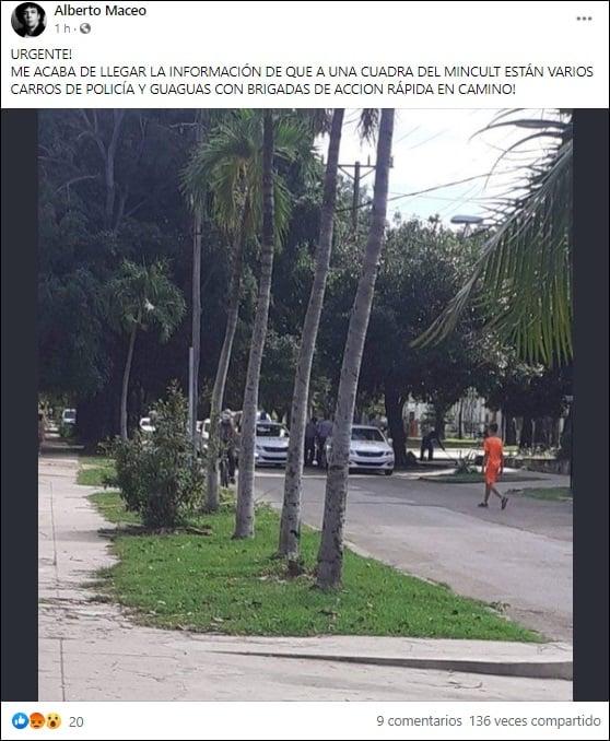 Patrullas y guaguas a la espera de los activistas en el Ministerio de Cultura de Cuba