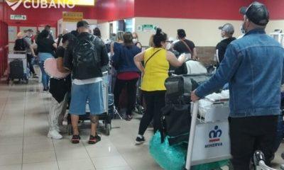 Autoridades culpan a viajeros y aerolíneas del caos que existe en el Aeropuerto de La Habana