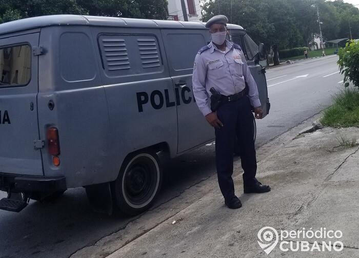 Tensión en La Habana: arrestan a un joven cuando acompañaba a su madre en una cola