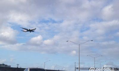 Aerolíneas mundiales implementan pasaporte sanitario para controlar a los viajeros