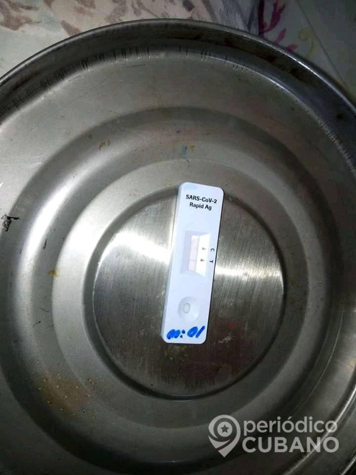 Incapacidad para realizar pruebas PCR obliga a aplicar test de antígeno para detectar el Covid-19 . (Foto: Periódico Cubano)