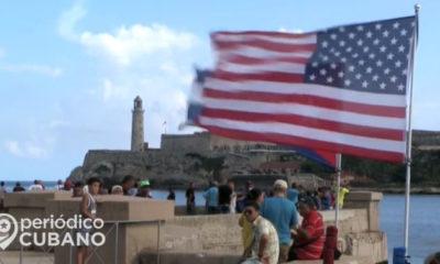 Bandera americana con fondo del Morro