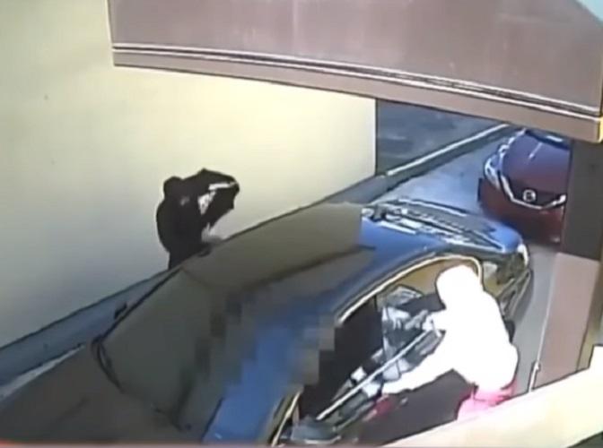 Ladrones en Miami-Dade asaltan a un hombre y roban una cadena cubana de oro de 10.000 dólares