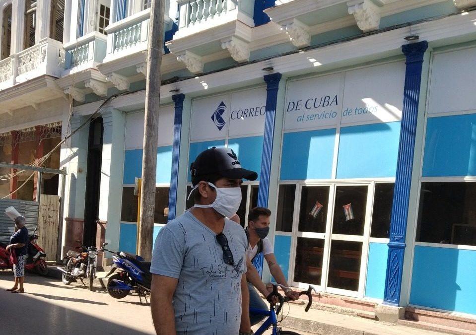 """Correos de Cuba """"reordena"""" el precio de algunos de sus servicios tras las altas tarifas"""
