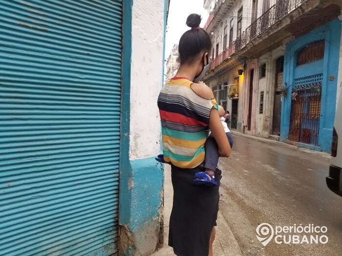 Madres preocupadas por los ensayos de vacunas cubanas contra Covid-19 en niños