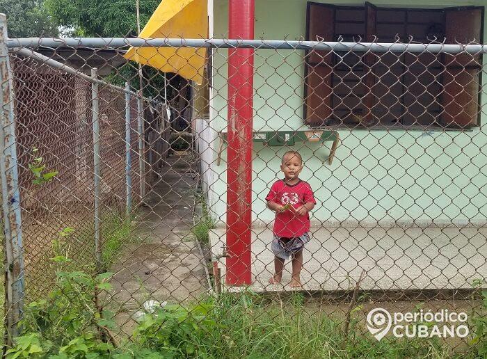 Niño cubano recibe un muslo de pollo para todo un mes a través de la libreta