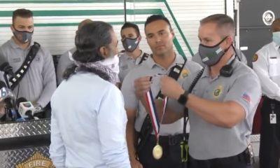 Bomberos honran a cubano que salvó la vida a mujer atropellada en Miami-Dade