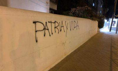 """Escriben """"Patria y Vida"""" frente al consulado cubano en Madrid"""