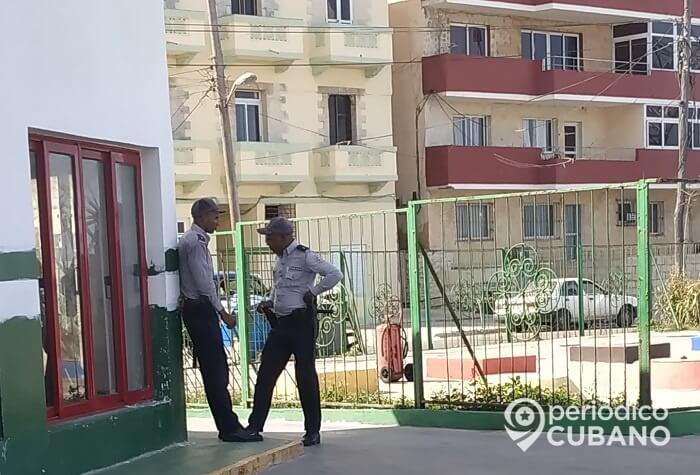 Una docena de agentes para arrestar a la Dama de Blanco Berta Soler y a su esposo Ángel Moya