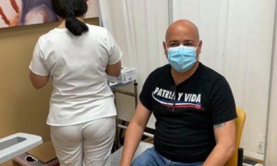 ¡Andy Vázquez casi se desmaya cuando lo vacunaron!