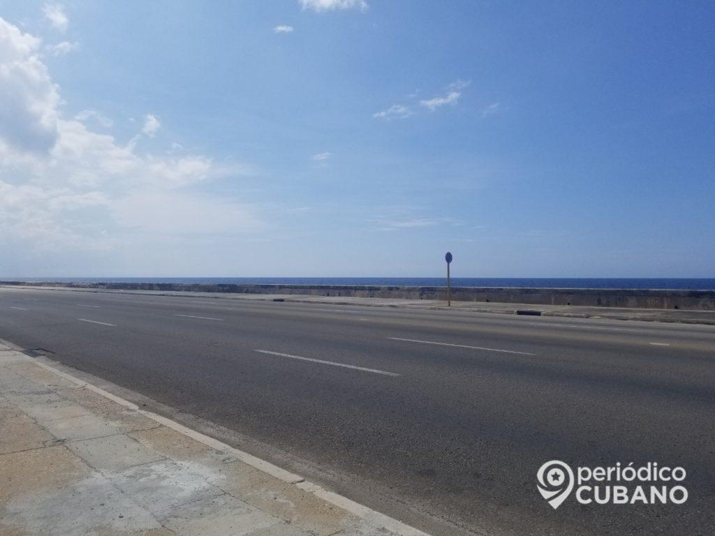 Cierran el tránsito en el Malecón de La Habana por mantenimientos hidráulicos