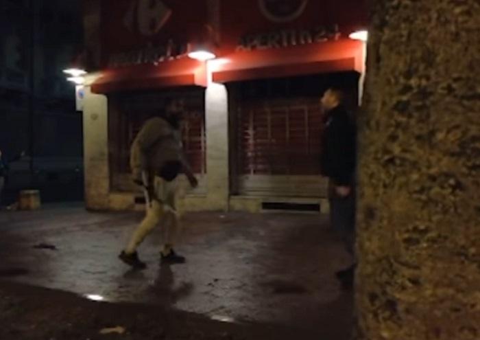 Cubano en Italia detenido por atacar con una cadena de metal a un equipo de periodistas