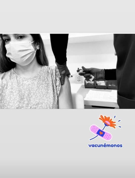 María Karla Rivero Veloz se vacuna contra el Covid-19 en Miami