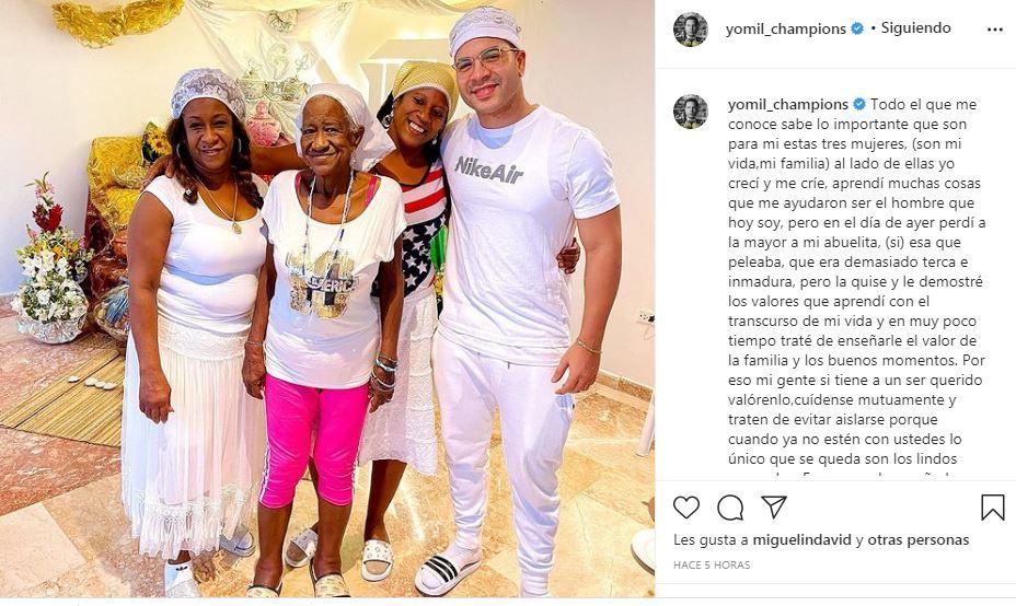 Publicación en Instagram de Yomil en honor a su abuelita recién fallecida