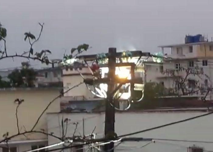 Se incendia poste de electricidad la Víbora La Habana Cuba