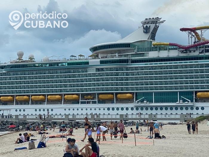 Cruceros Carnival advierte que sacará sus barcos de EEUU si no puede reanudar operaciones