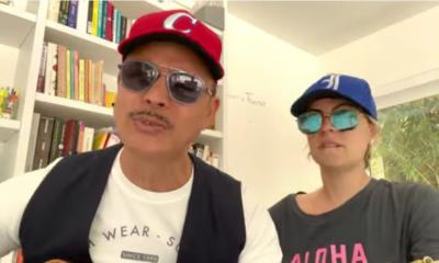 Alexis Valdés componte una canción humorística para César Prieto