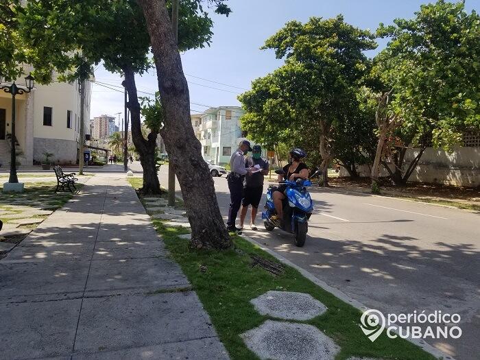 Multa de más de 2.000 pesos para los padres que no copien las teleclases en Cuba