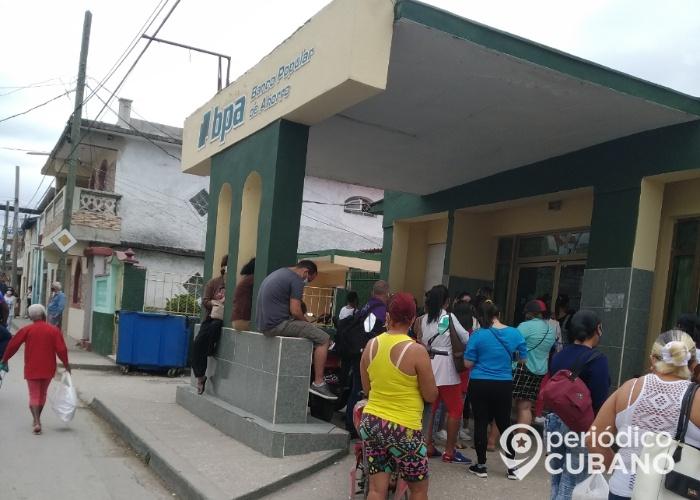 Bancos publican información en las últimas horas de la recogida de los dólares en Cuba