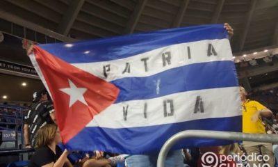 Cubanos protestaron ante las autoridades en el choque entre Cuba y Canadá.