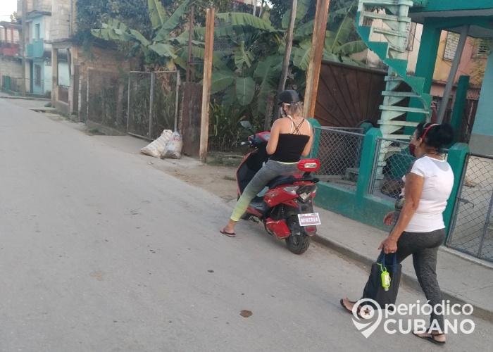 Santiago de Cuba: Autorizan a llevar pasajeros en motos para aliviar las colas
