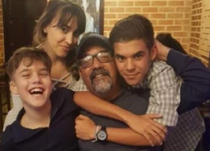 Otto Ortiz junto a su familia