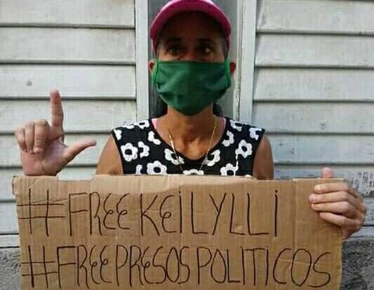 Activista encarcelada tras las protestas del 11J, su familia denuncia que fue golpeada