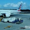 American Airlines no venderá alcohol en sus aviones hasta el 2022