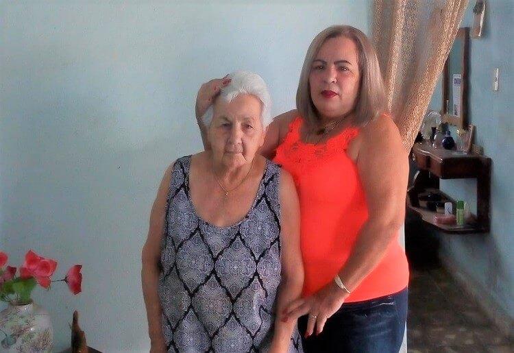Bárbara Echemendia y su madre fallecida por negligencia. (Bárbara Echemendia-Facebook).