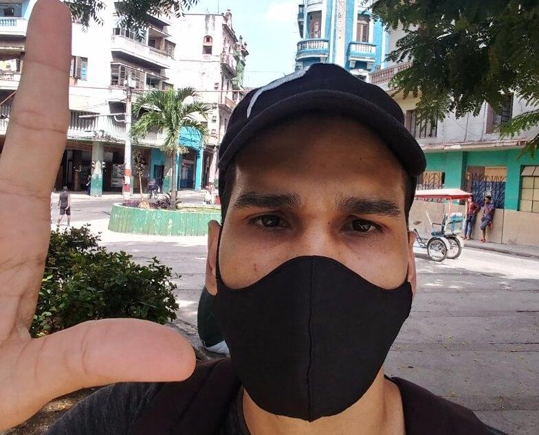Rolando Remedios previo a su arresto en el 11J. (Rolando Remedios-Twitter).