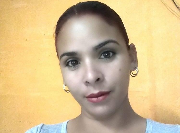 Madre cubana detenida arbitrariamente en el 11J. (Foto: Lizandra Góngora-Facebook)