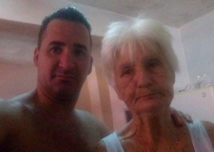 """""""Tengo que hablar con él"""": madre del preso político Moncho Pérez exige fe de vida"""