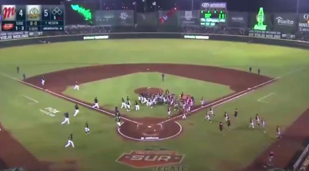 Picher cubano protagoniza espectacular bronca en el béisbol mexicano